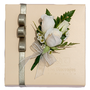 Corsage Mini Rosas Blancas